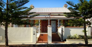 Hampton House and the Artists' Residence - short stay accommodation Fremantle